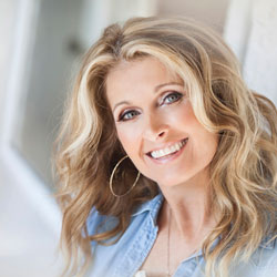 Evening in the Round - Linda Davis | Blue Gate Theatre | Shipshewana, Indiana